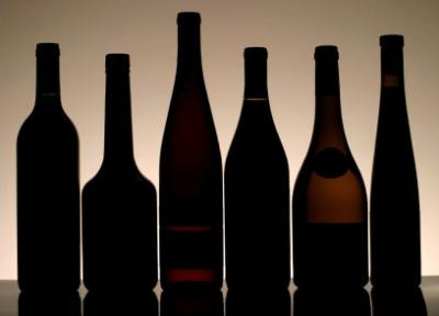 Oversized bottles and wine coolers: irreconcilable?