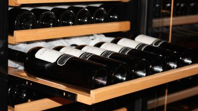 How to easily remove extendable racks from the wine cooler